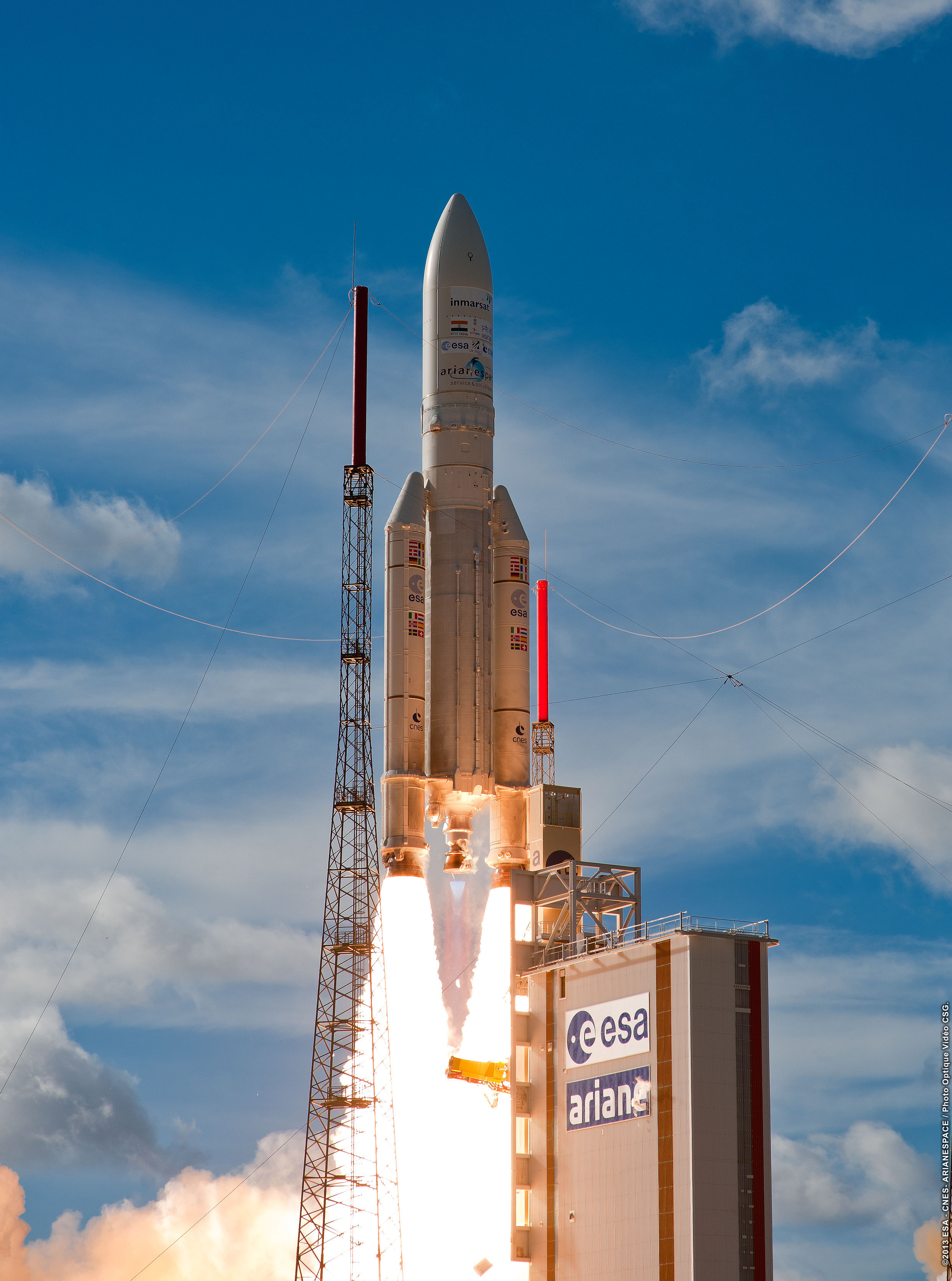 ESA/CNES/ARIANESPACE-Optique Photo Video du CSG, 2013